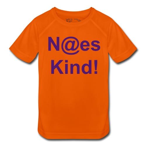 Kindershirt: (N@es Kind) - Fällt klein aus - Atmungsaktives T-Shirt in Mesh-Optik, für Kinder, 100% Polyester - Das Shirt für sportliche Höchstleistungen: atmungsaktives Mesh-Gewebe transportiert Feuchtigkeit nach außen und verhindert so, dass das Shirt am Köper festklebt. Der Schnitt dieses Funktionsshirts garantiert optimale Bewegungsfreiheit und höchsten Tragekomfort: die Ärmel sind im Raglan-Stil ohne störende Schulternaht vernäht und die Pflegeanleitung ist ins Innere gedruckt, anstatt auf ein kratzendes Nackenlabel. Stoffdichte: 145 g/m². 100% Polyester.